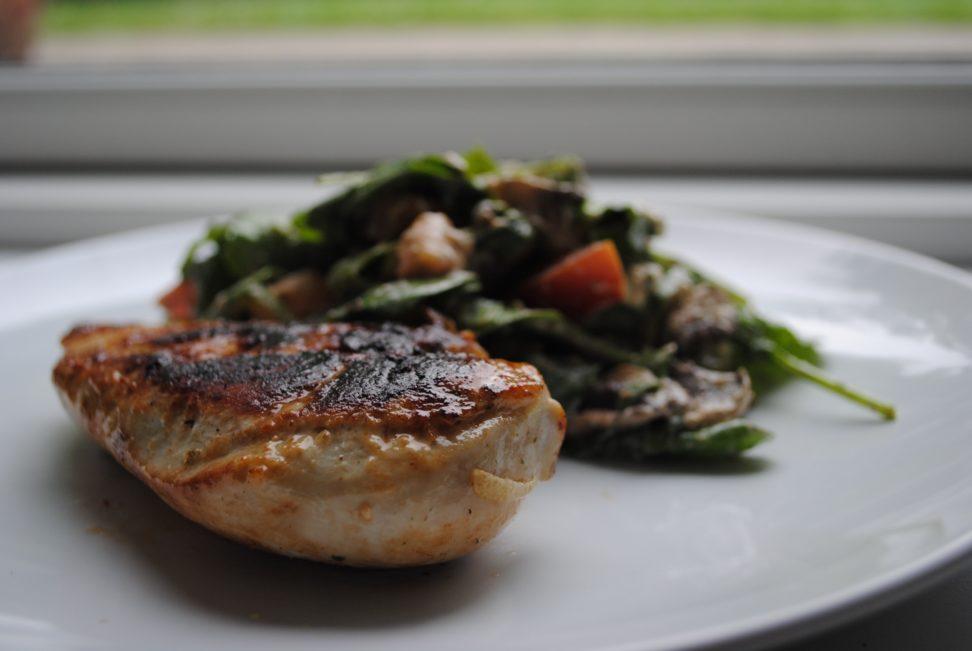 Kylling i hvidløg med pestosalat