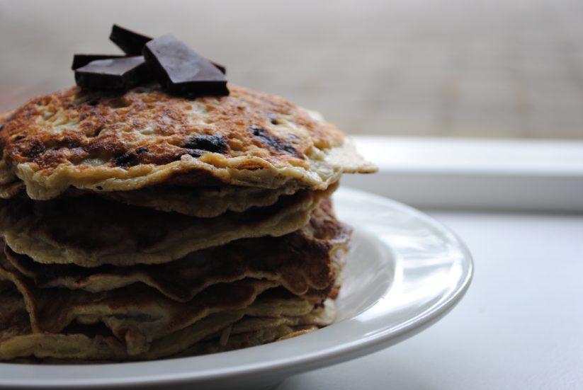 Sunde kokos-pandekager med chokolade