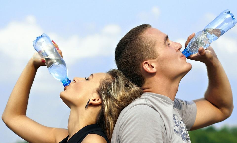 Drikker du nok vand i sommervarmen?